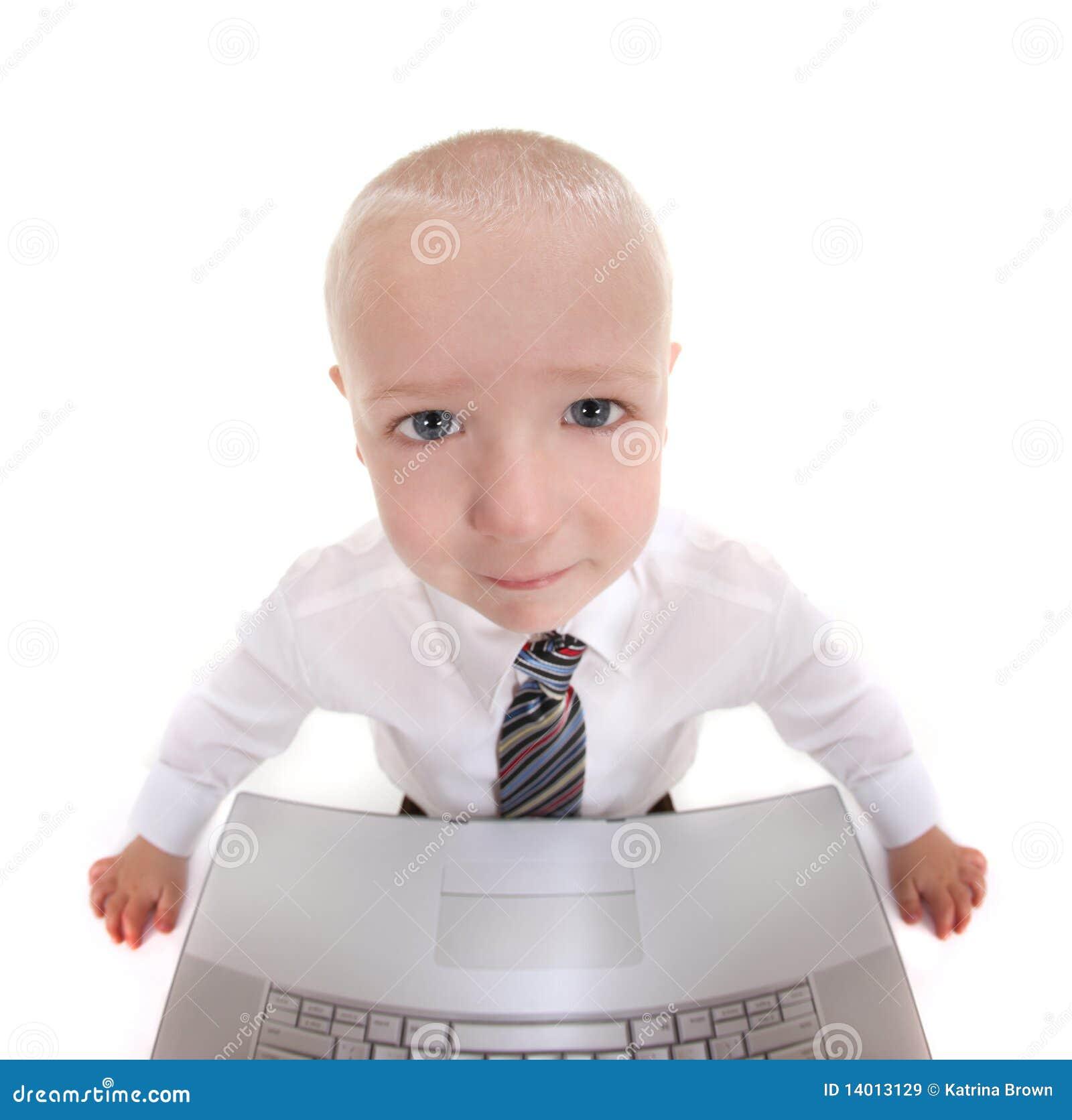 абстрактная деятельность компьютера ребенка