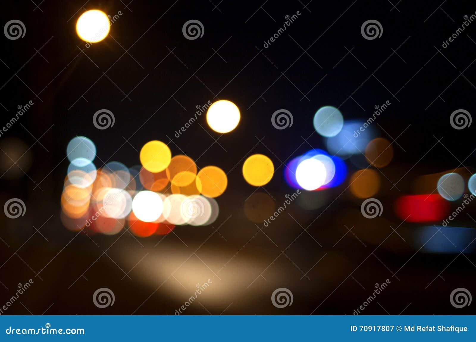 Абстрактная нерезкость света ночи города