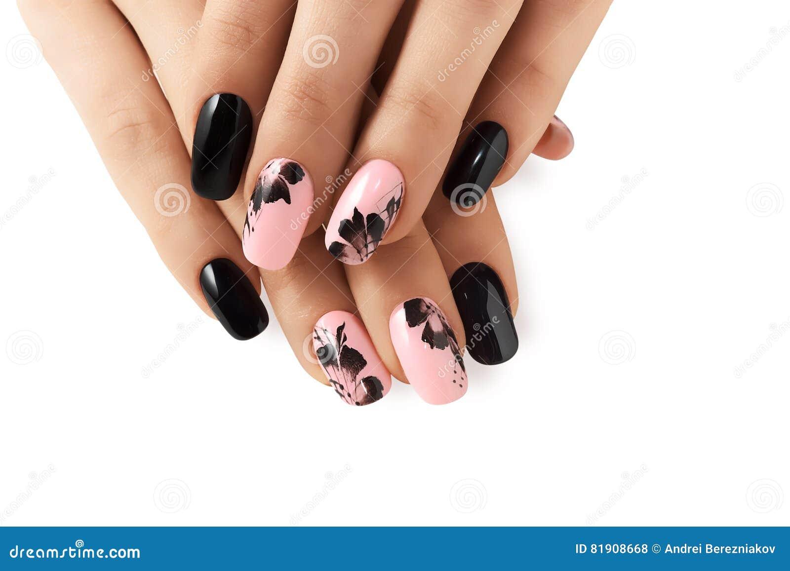 Абстрактный цветочный узор на ногтях