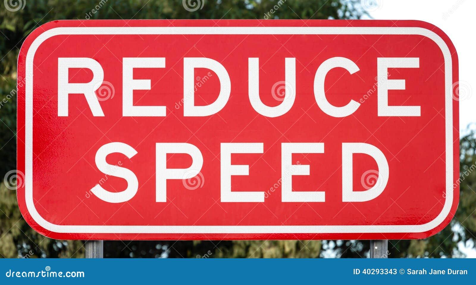 Австралийский дорожный знак: УМЕНЬШИТЕ СКОРОСТЬ
