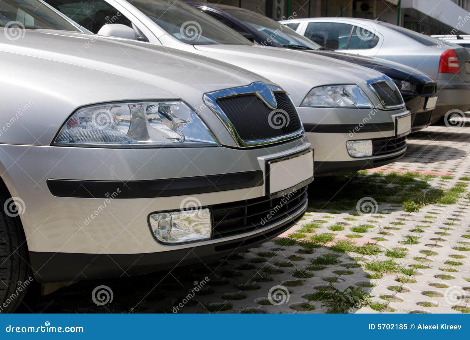 автомобили закрывают припарковано вверх