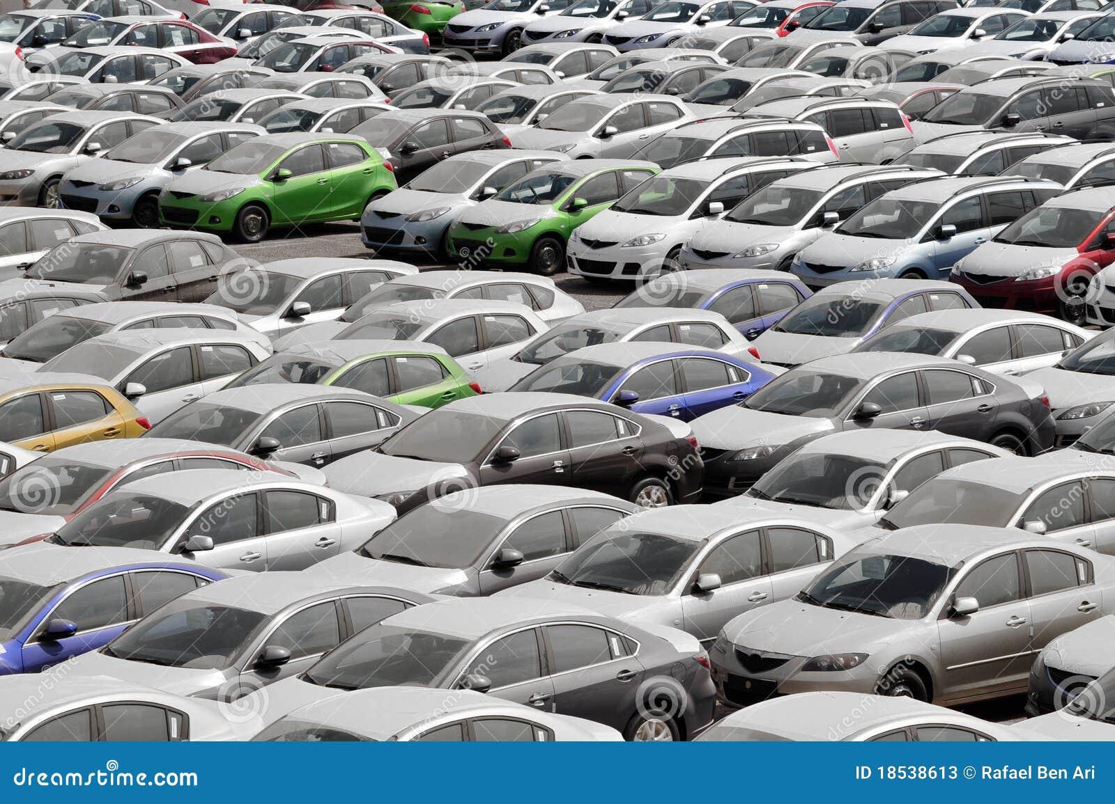 автомобили много
