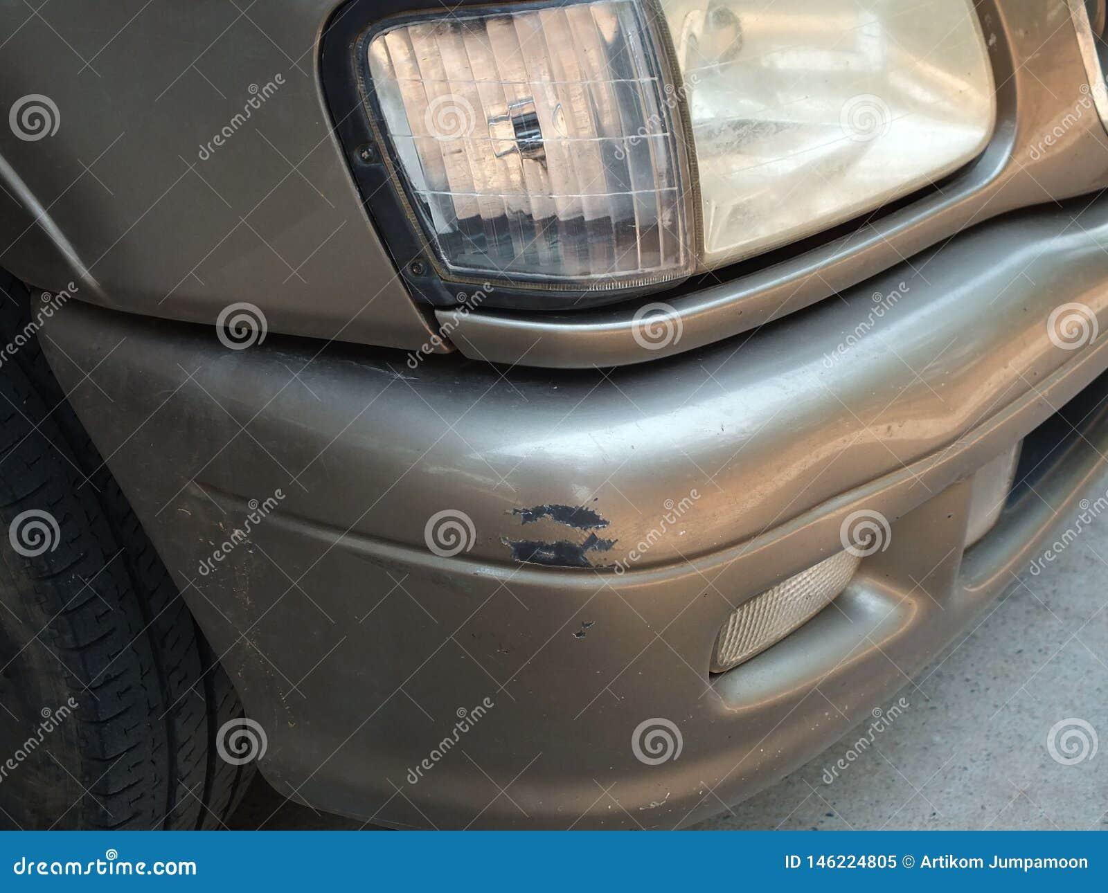 Автомобиль был ударен аварией из-за ссадин или рушиться Быть отремонтировано