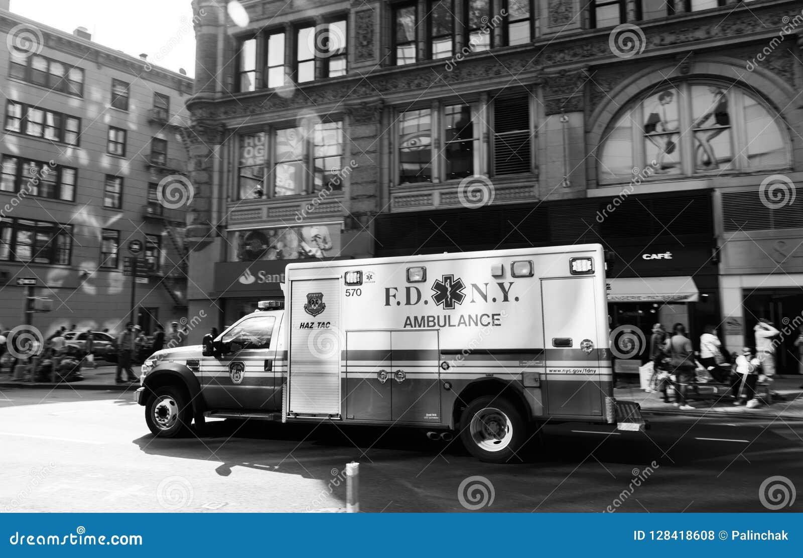 Автомобиль машины скорой помощи Нью-Йорка