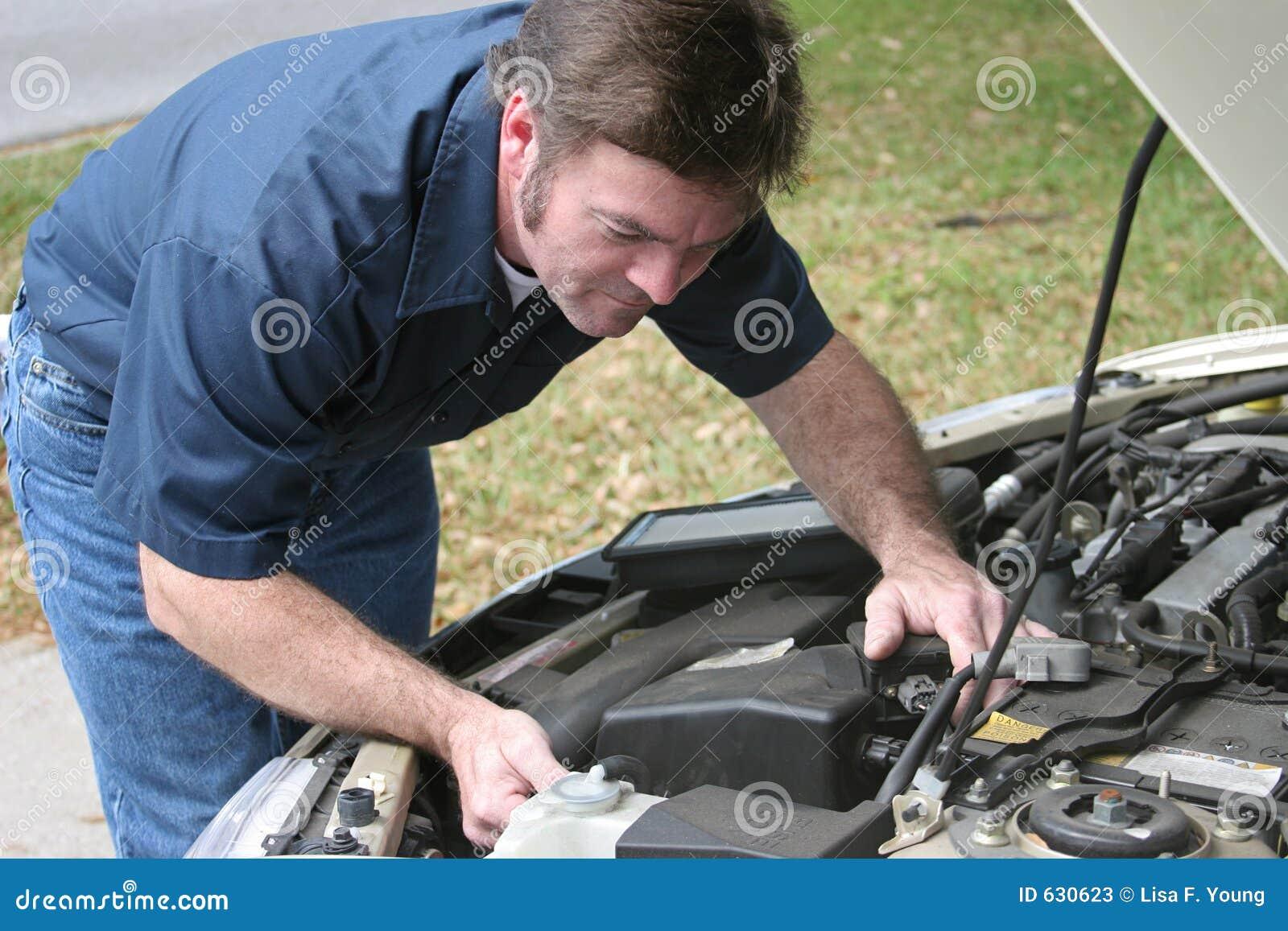 Download автомобиль проверяет механика двигателя Стоковое Изображение - изображение насчитывающей нефть, газ: 630623
