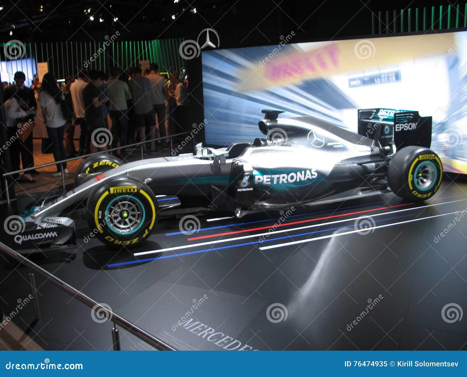 Формула 1 автосалон москва если я купил машину а она в залоге у банка