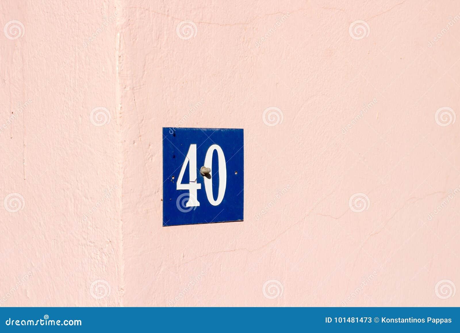 адресуйте номер на экстерьере дома