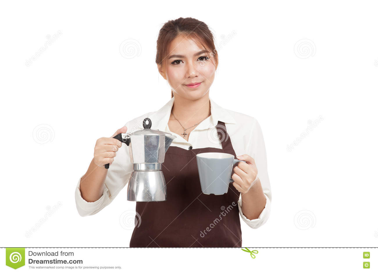 Азиатская девушка barista с баком и чашкой Moka кофе