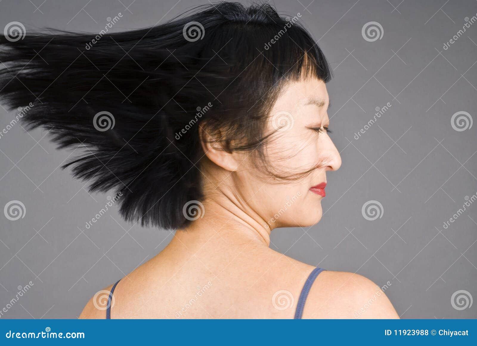 азиатская женщина краткости волос