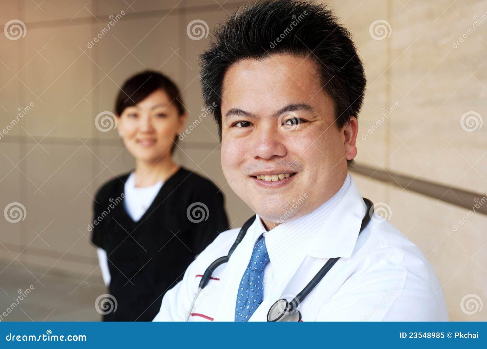 азиатская нюна доктора предпосылки