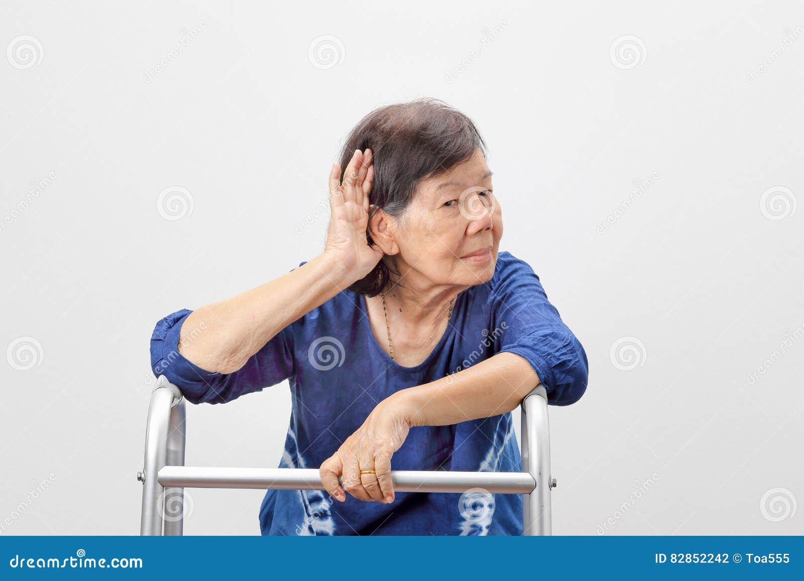Азиатская потеря слуха женщины старшиев, трудная слуха