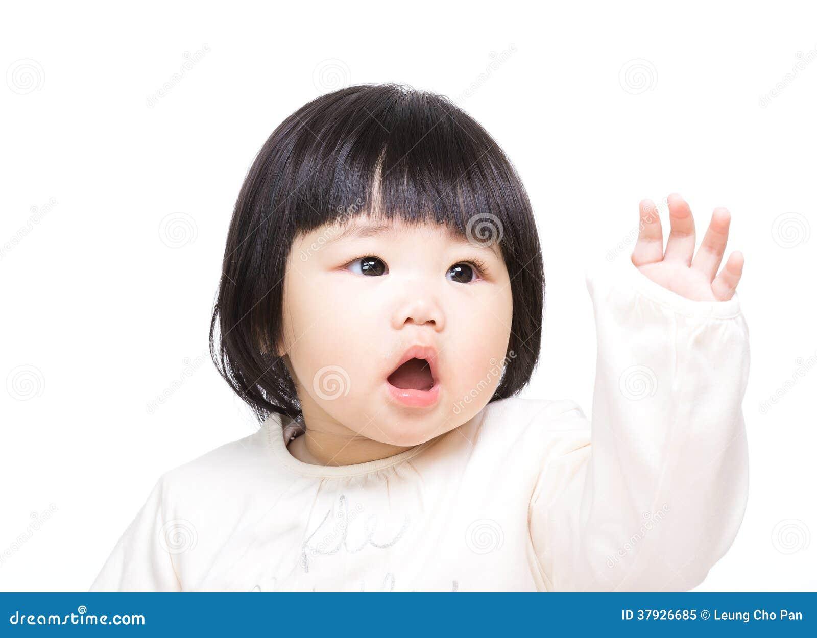 Азиатская рука младенца вверх