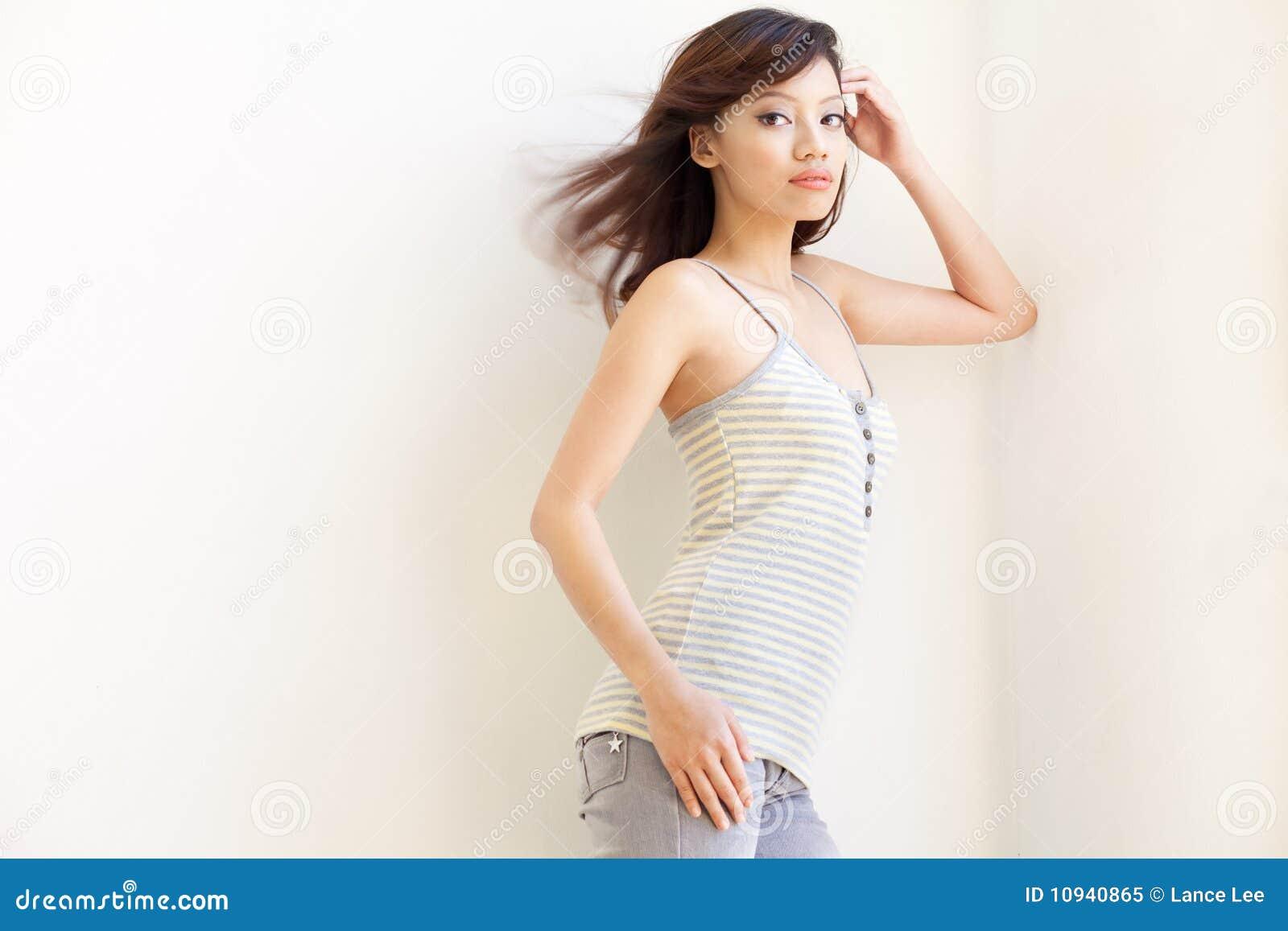 азиатские привлекательные китайские волосы девушки windswept