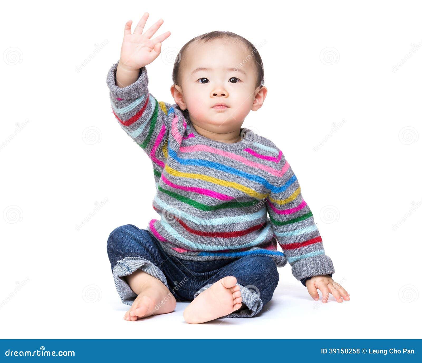 Азиатский младенец говорит высокую