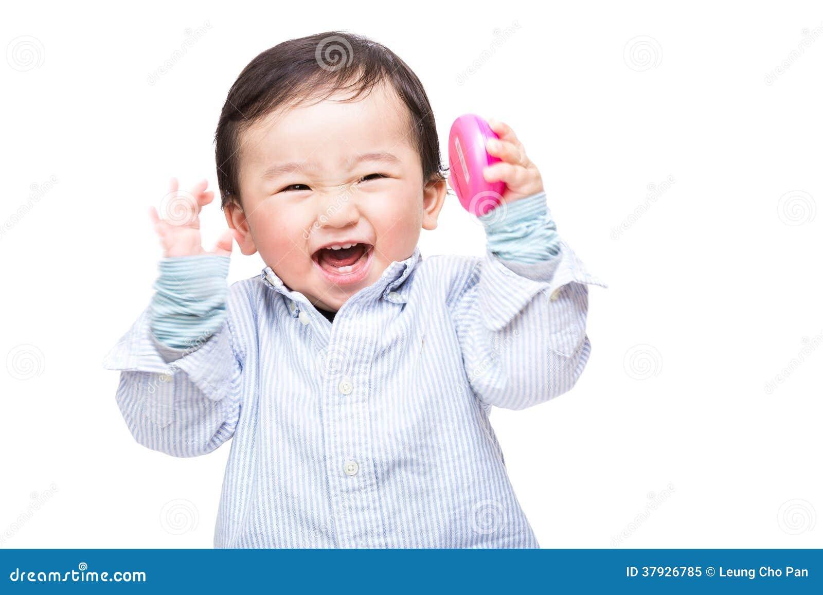 Азиатский младенец кричащий