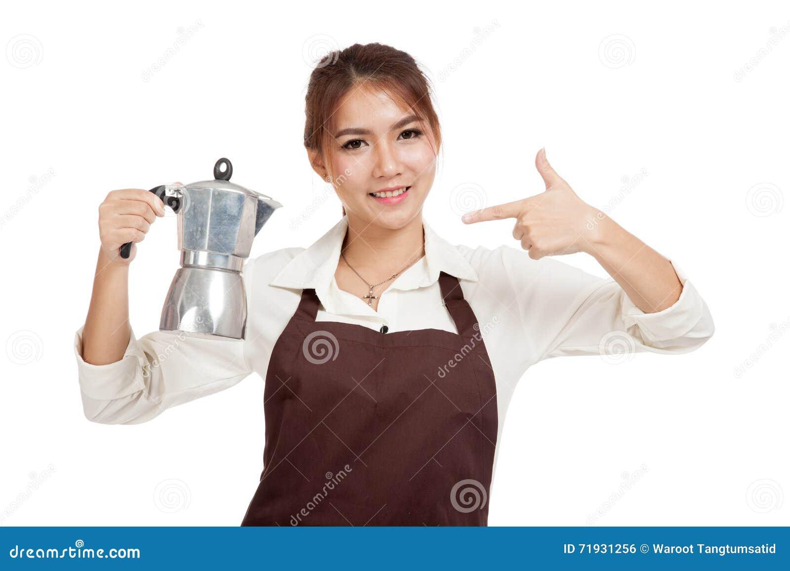 Азиатский пункт девушки barista к баку Moka кофе