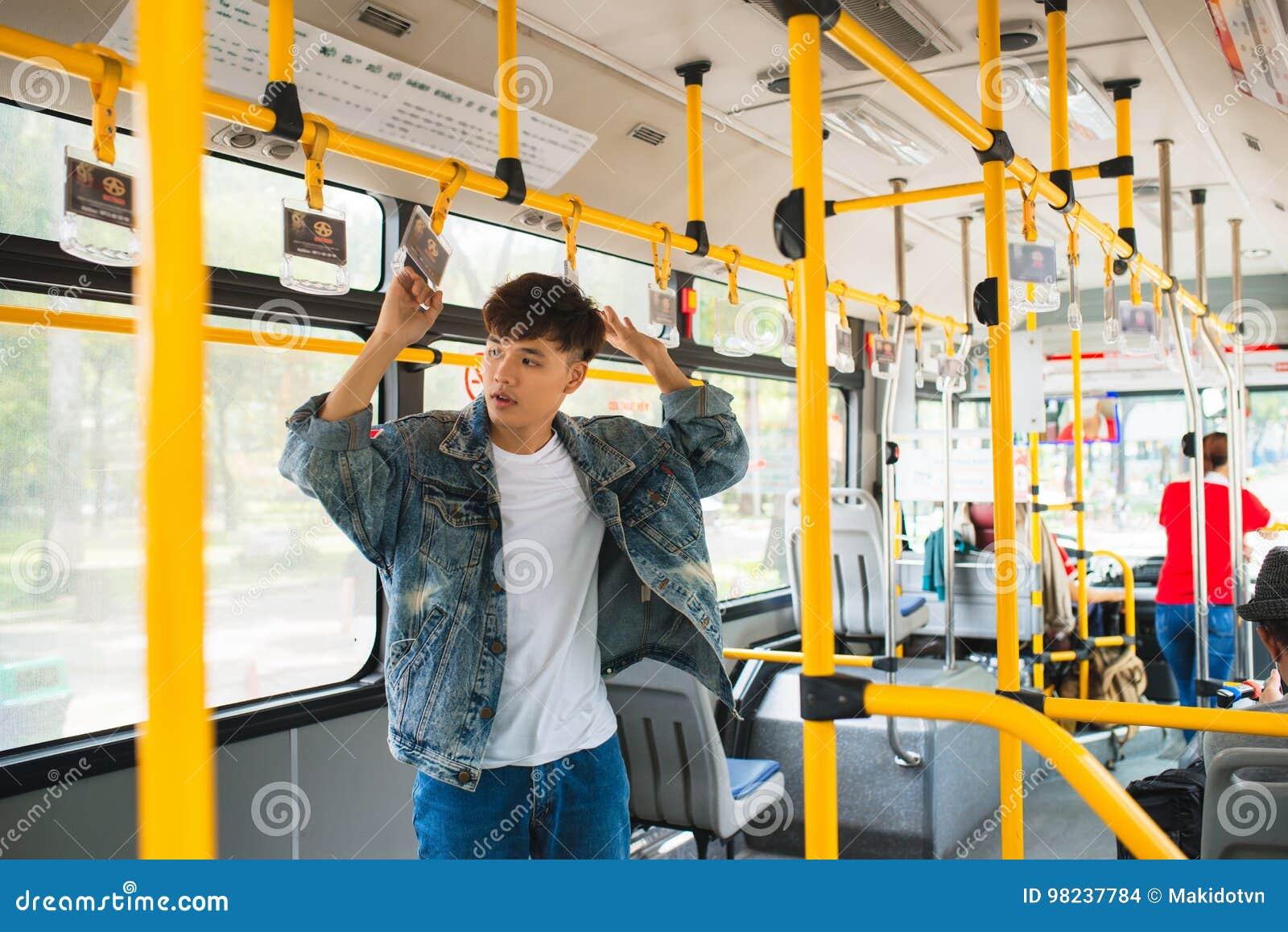 aziatskie-devki-na-transporte-zrelie