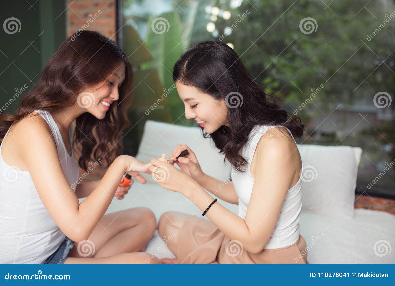 Пизду профессиональное фото азиатских девушек трах
