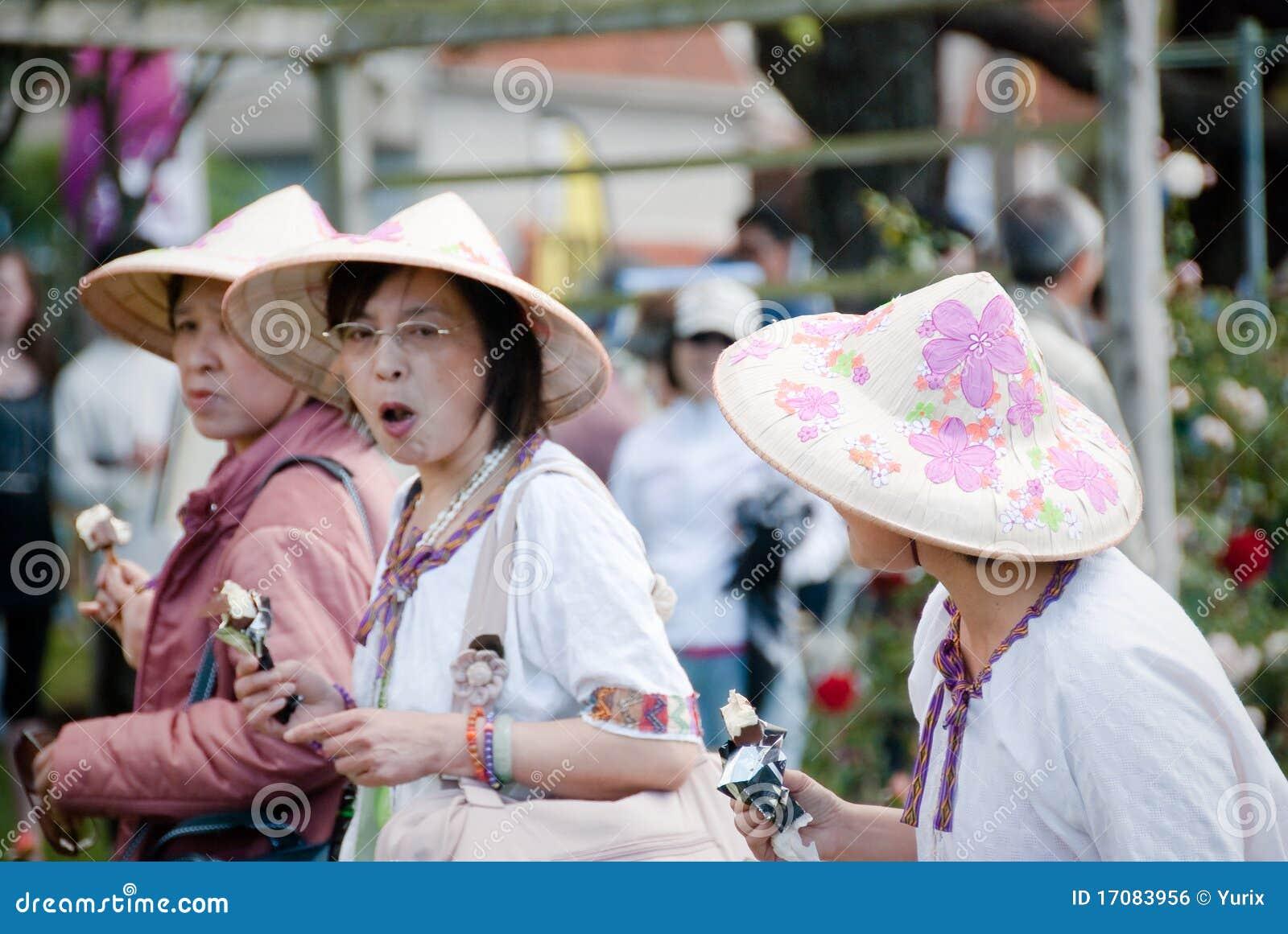 Азиатское цветастое Hats.Festival Roses.Auckland.NZ