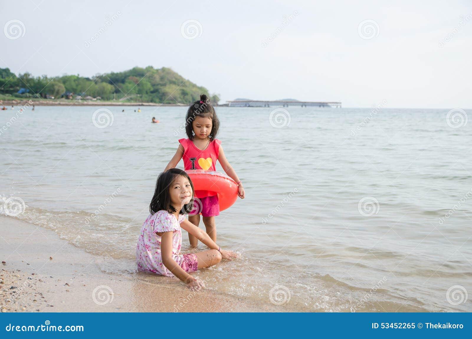 Лесби тайская девушка пляж