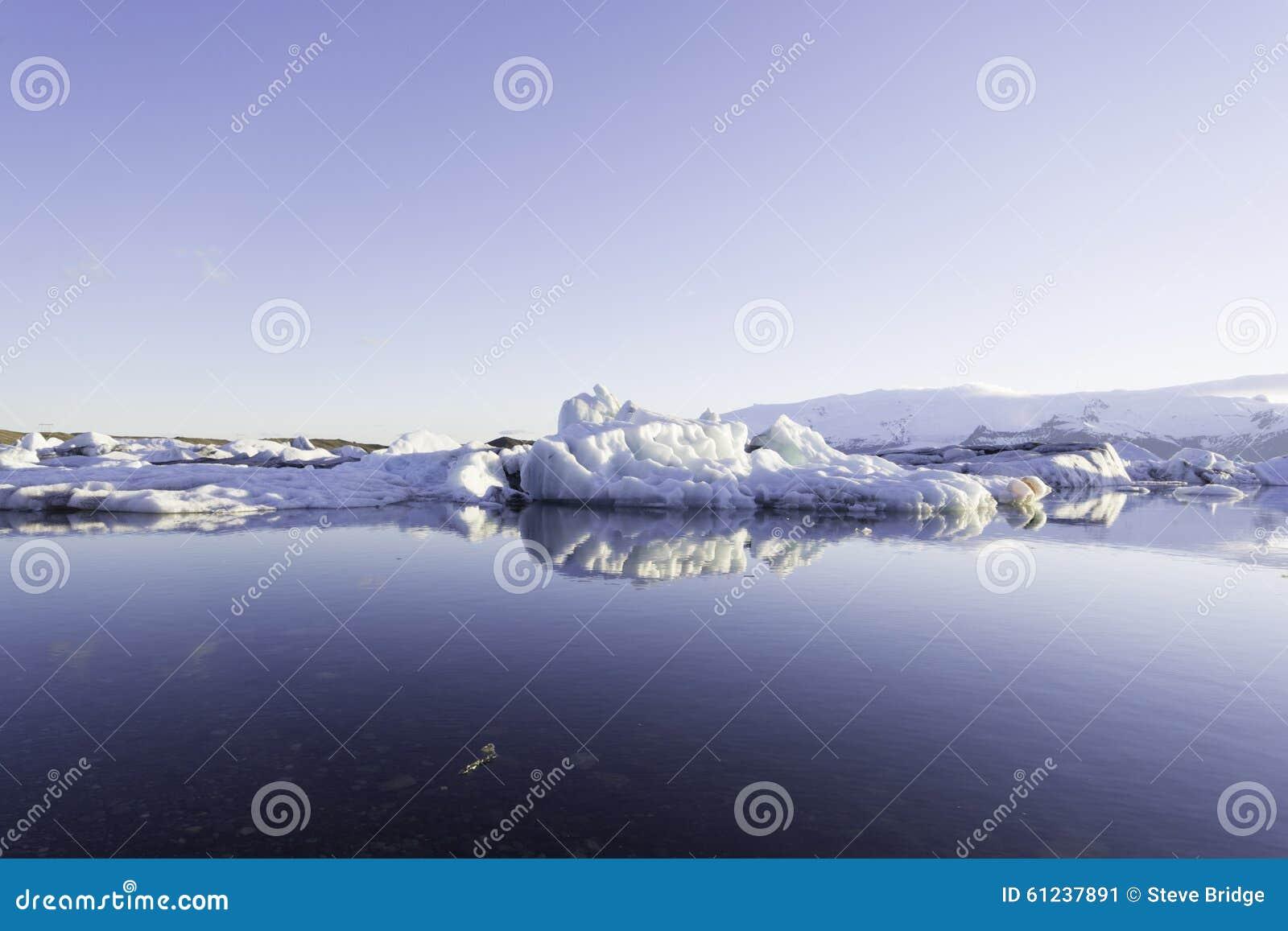 Айсберги в ледниковом озере Jokulsarlon
