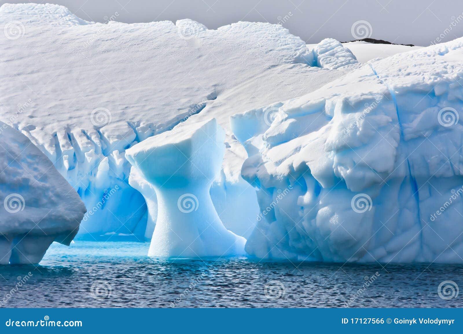 айсберг Антарктики огромный