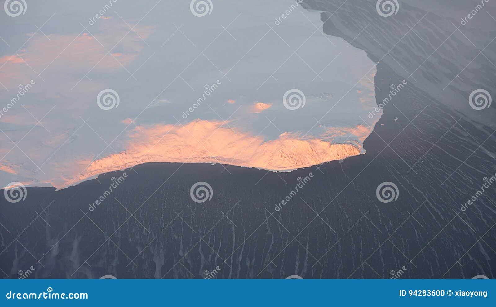Айсберг плавя, изменение климата Сибиря