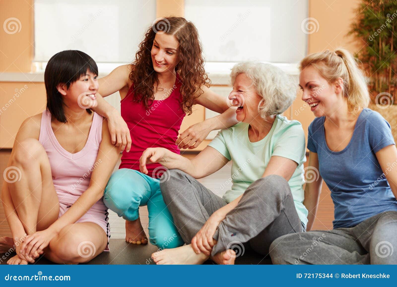 Молодые с дамами — 9
