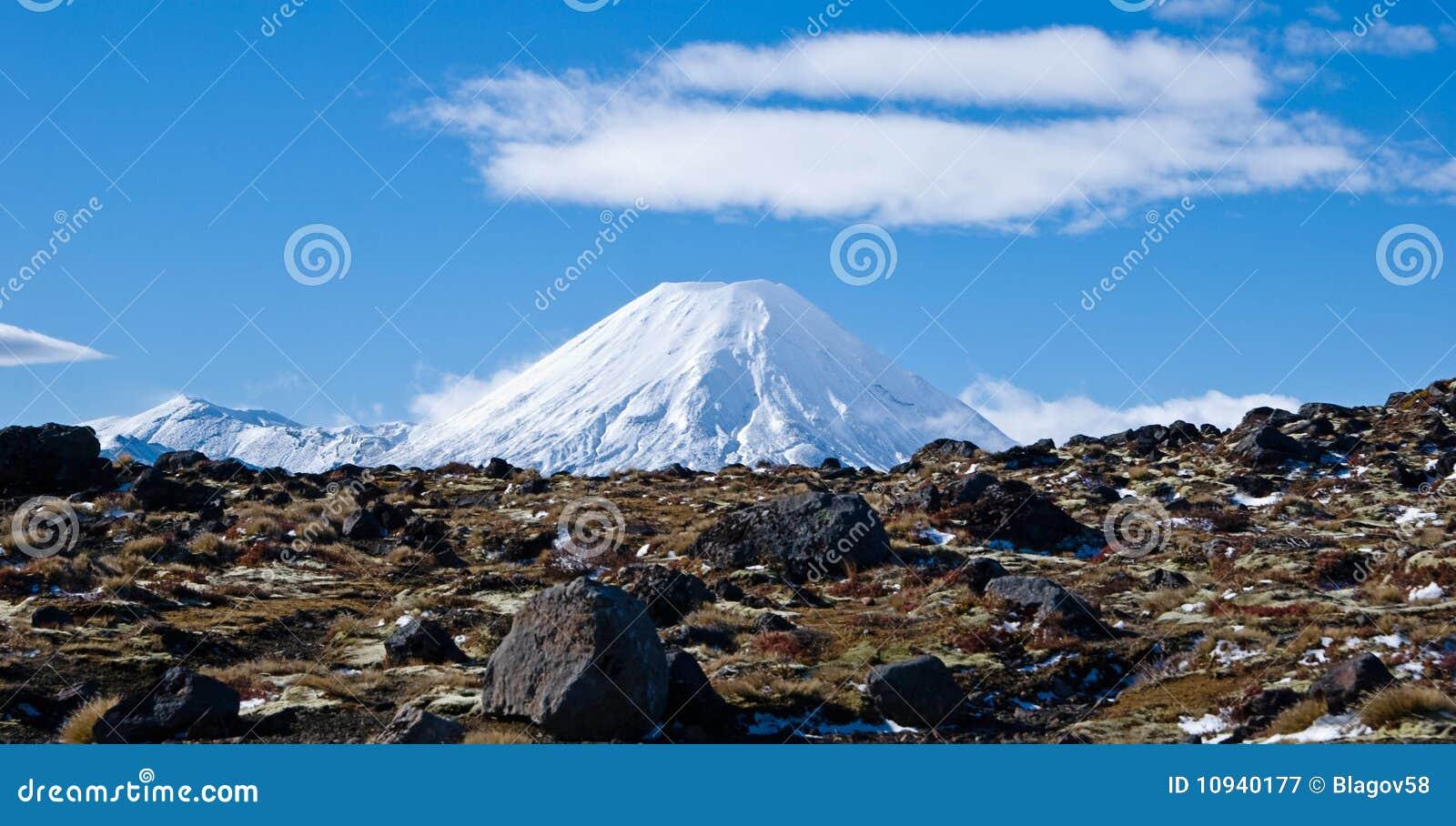 активный вулкан взгляда дороги ngaruahoe