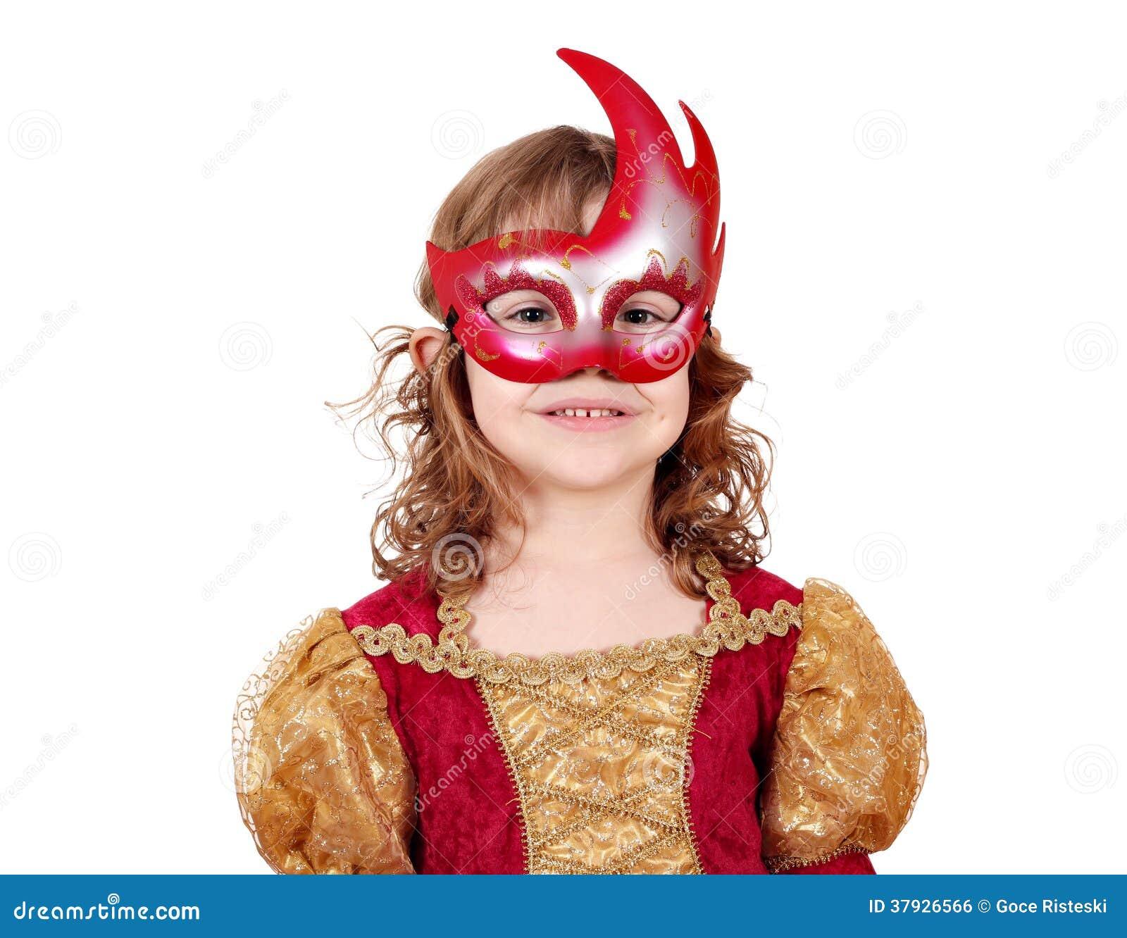 Актриса маленькой девочки с маской