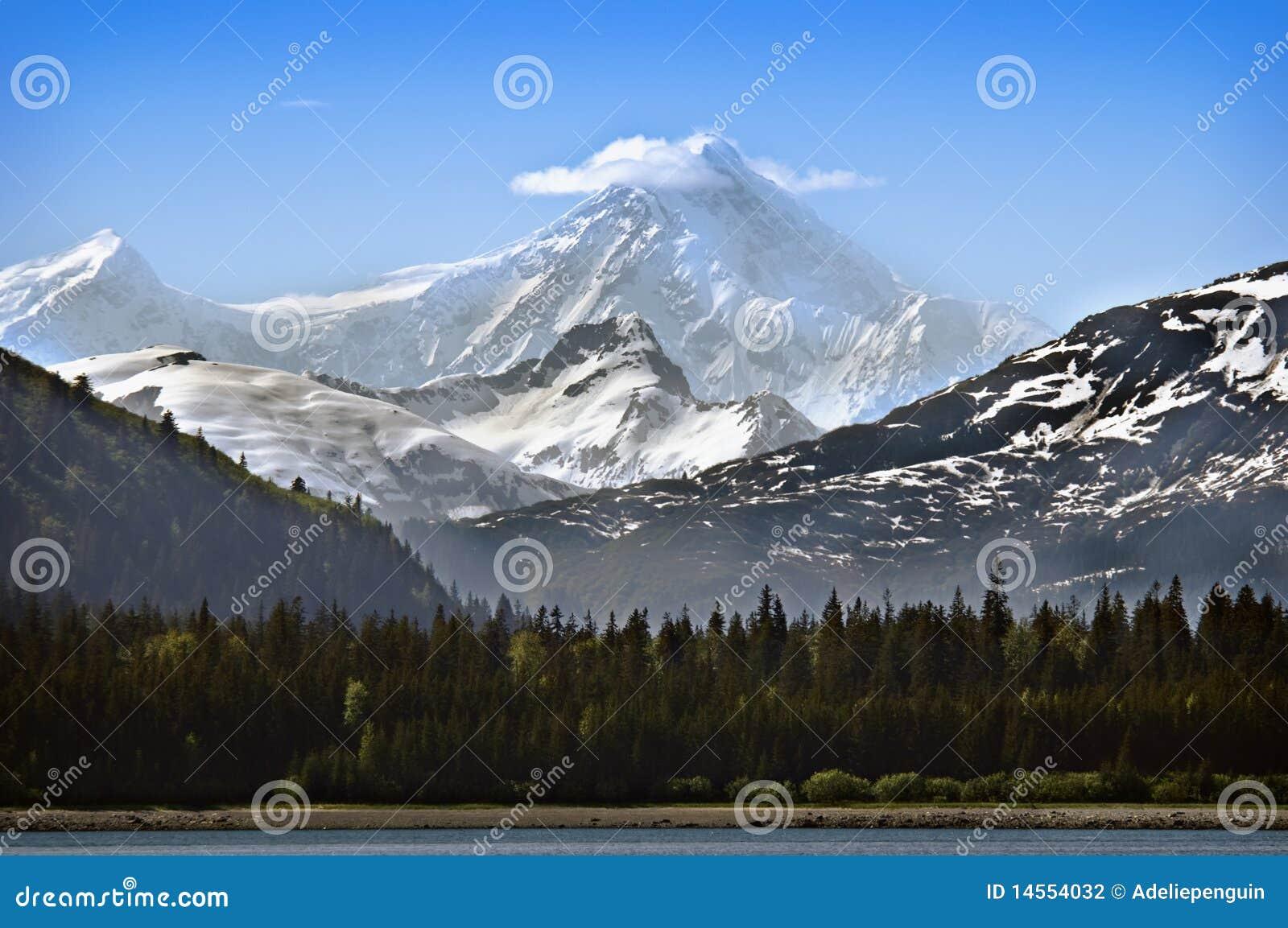 Аляска покрыла снежок горы