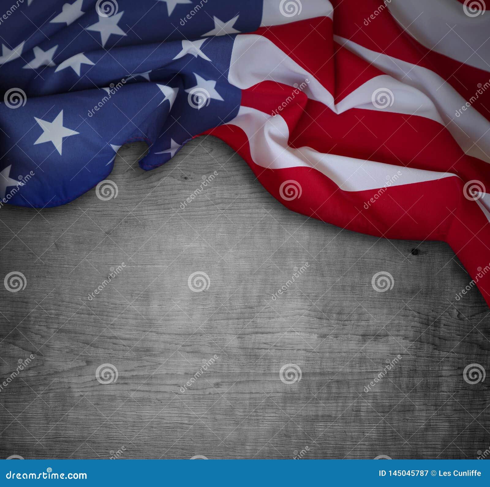 Американский флаг на древесине
