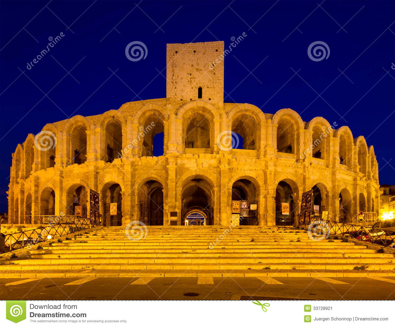 Амфитеатр Arles на сумерк