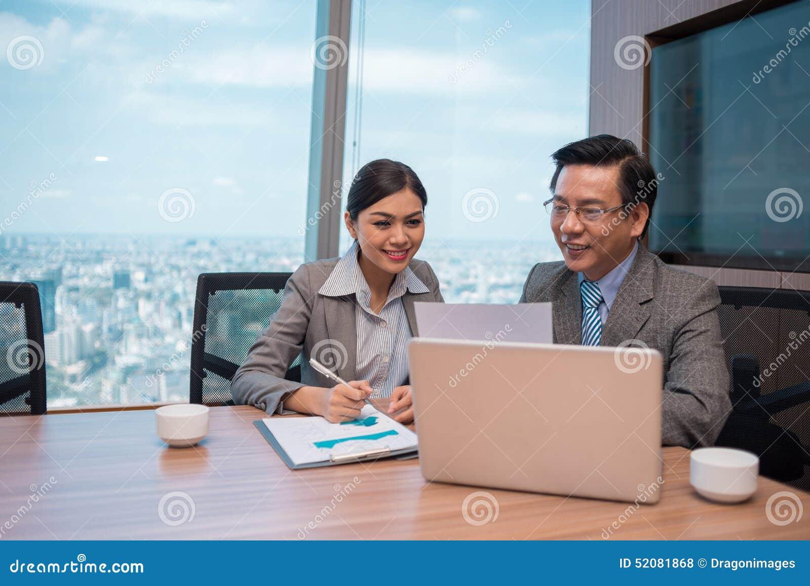 Анализировать финансовые документы