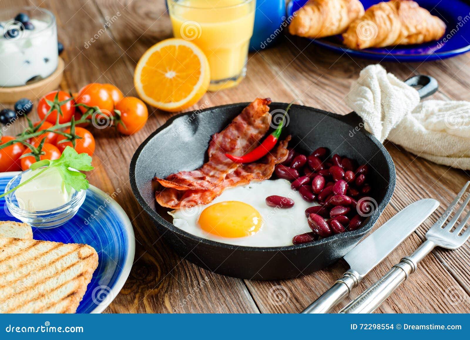 Download Английский завтрак в деревенском стиле Стоковое Фото - изображение насчитывающей отечественно, бактерий: 72298554
