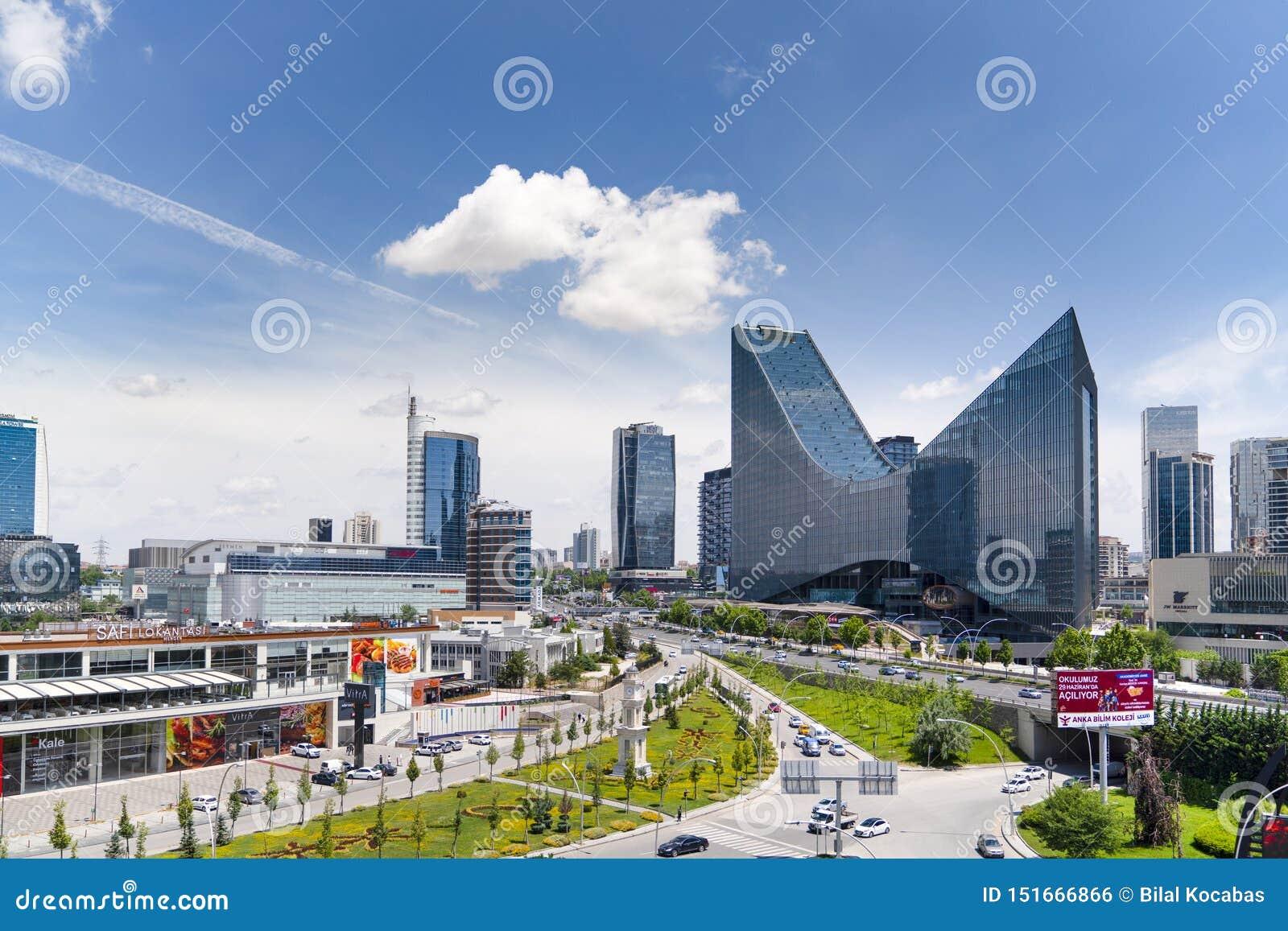 Анкара/Турция 23-ье июня 2019: Панорамный взгляд Анкара с районом Sogutozu
