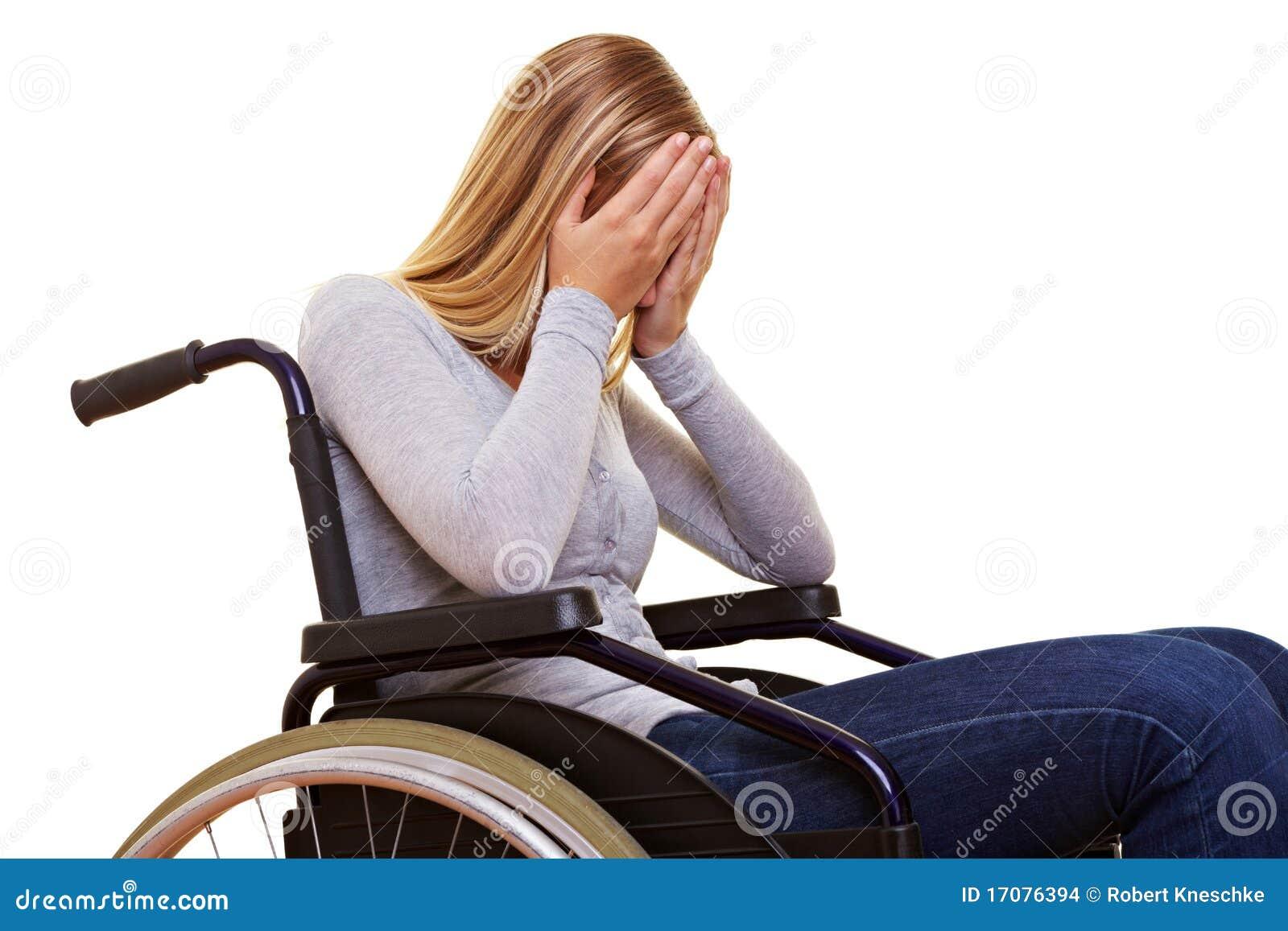 анонимныйая женщина кресло-коляскы