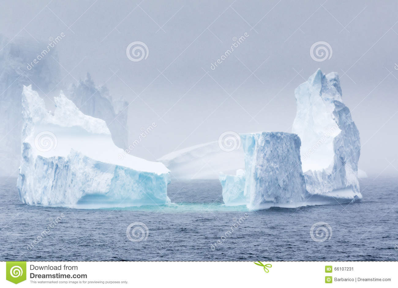 Антартический айсберг
