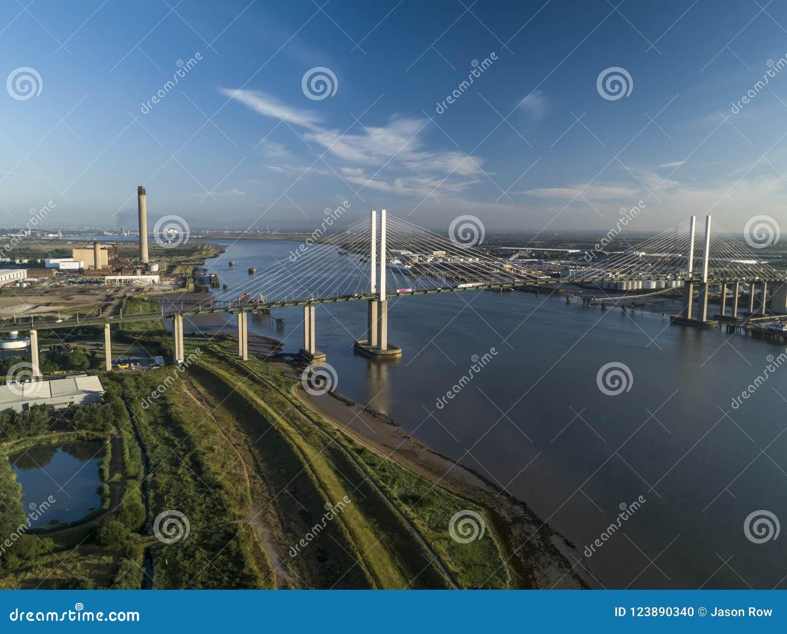 Антенна моста QEII смотря западный