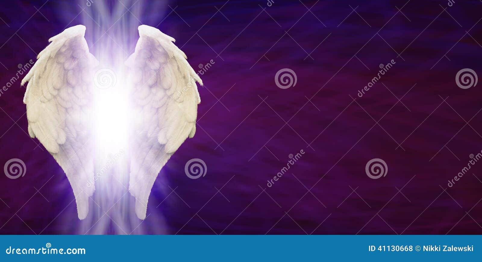 Анджел подгоняет голову знамени на фиолетовой матрице