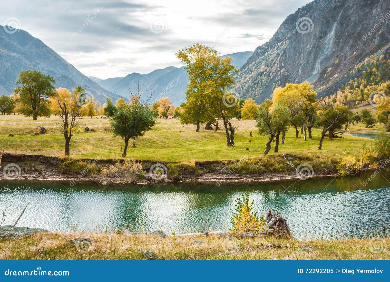 Download ландшафт осени красивейший стоковое изображение. изображение насчитывающей больш - 72292205