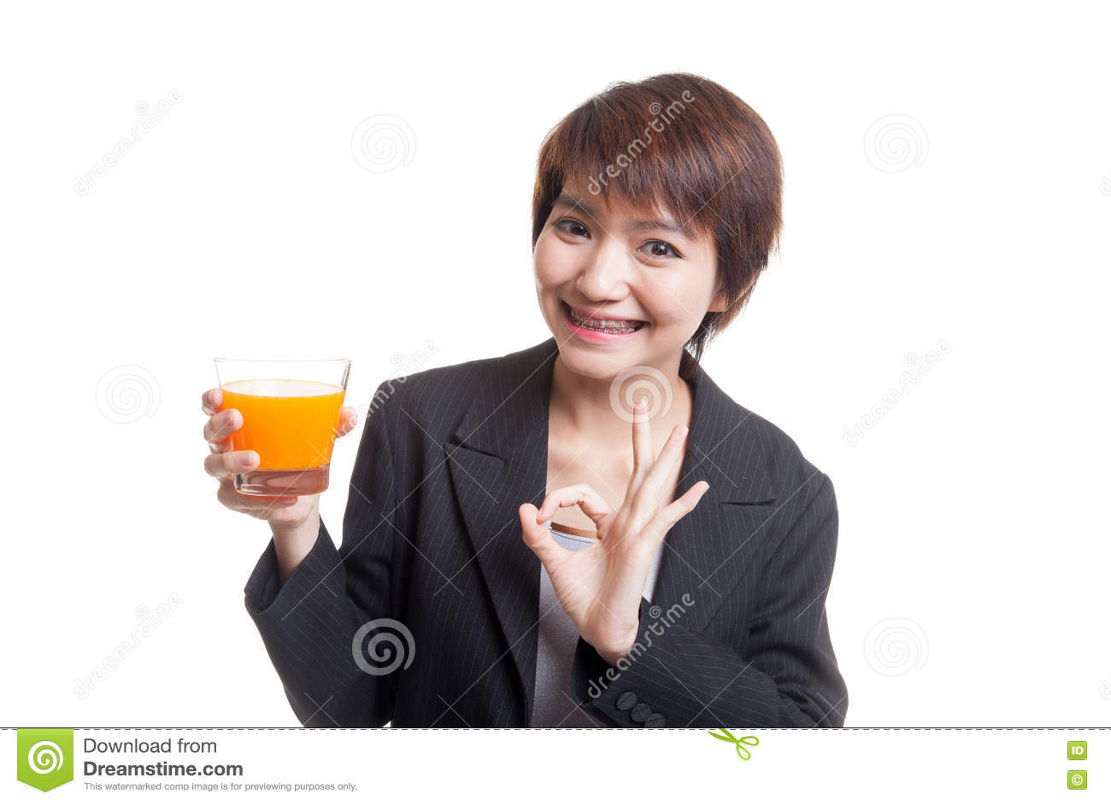 Апельсиновый сок молодого азиатского питья О КЕЙ выставки женщины