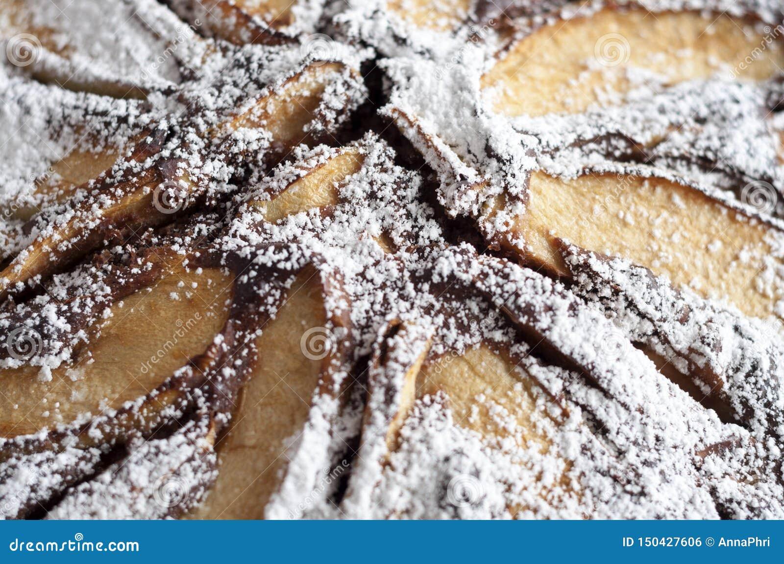 Аппетитный яблочный пирог шоколада с сахаром замороженности