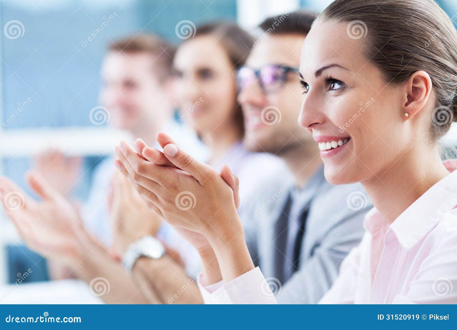 Аплодировать команды дела