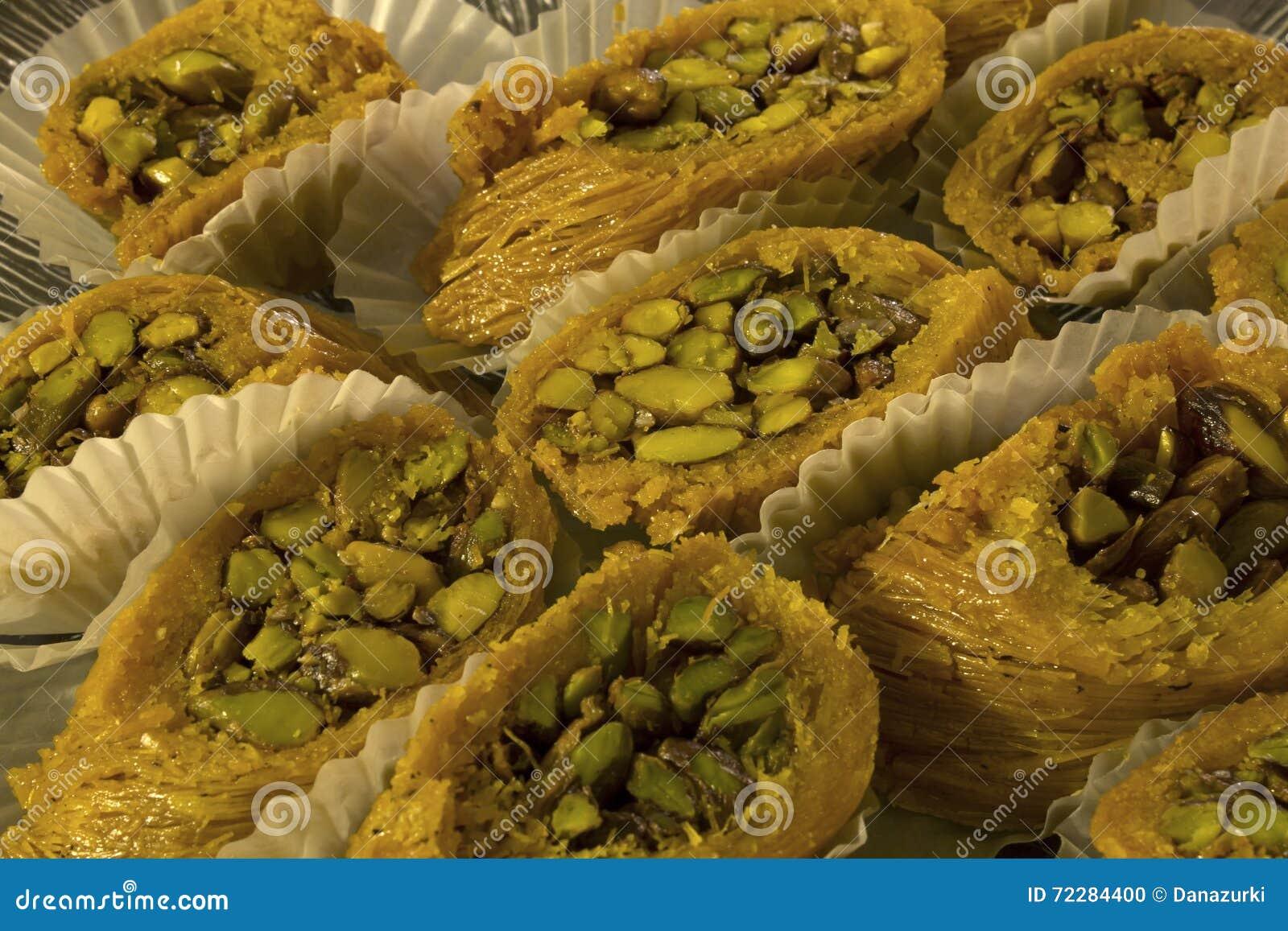 Download арабские помадки стоковое фото. изображение насчитывающей фисташки - 72284400