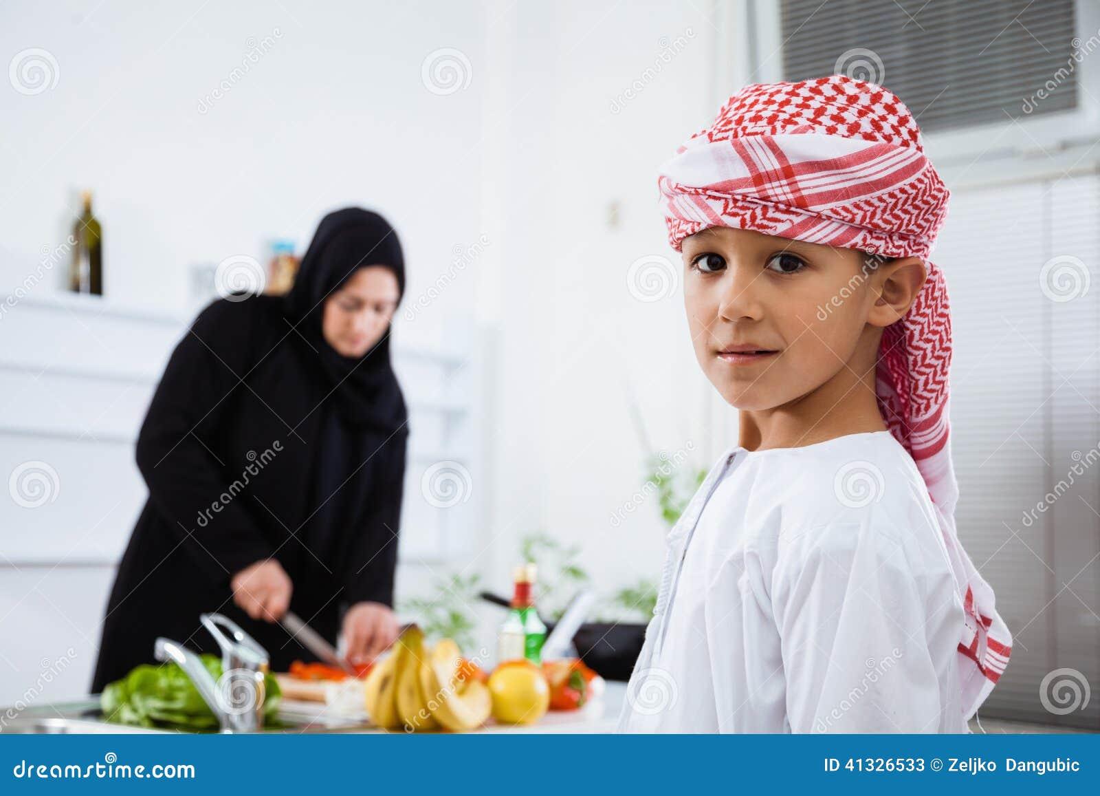 Арабская женщина на кухне видео фото 569-548