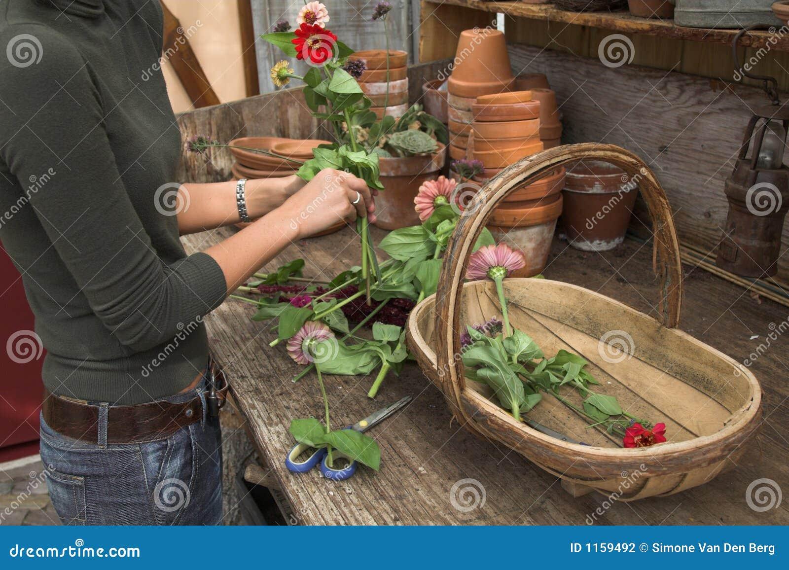 аранжировать цветки