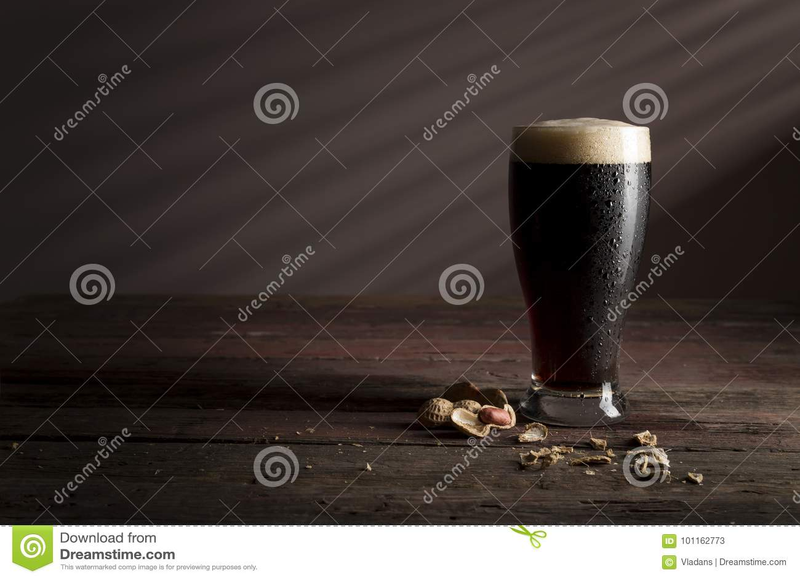Арахисы и темное пиво