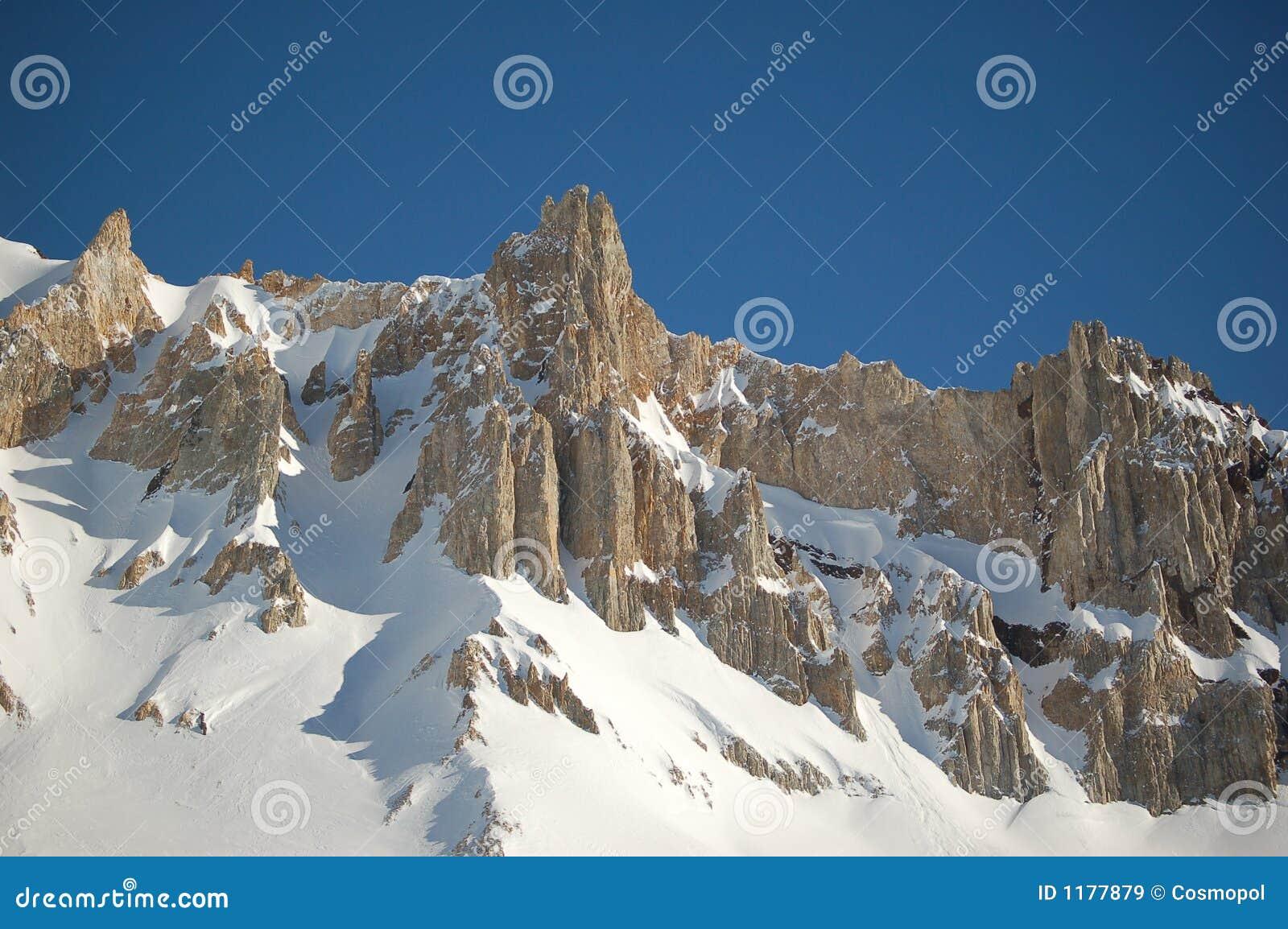 Аргентина покрыла солнечность снежка горной цепи