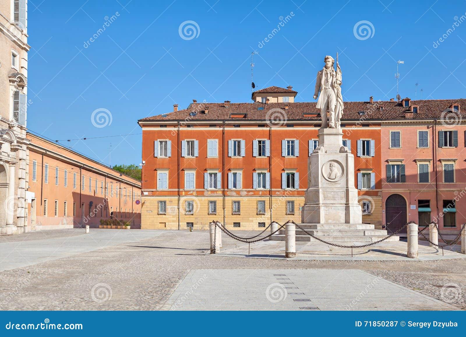 Аркада Roma и памятник к Vincenzo Borelli, Моденау